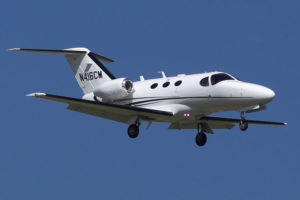 Jet privé Citation Mustang à l'atterrissage