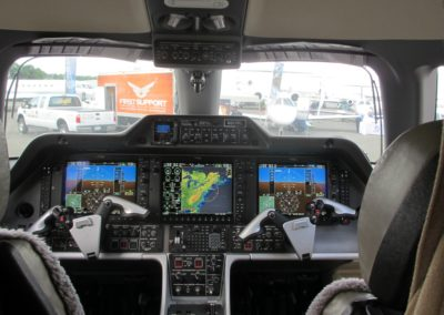 Cockpit de l'Embraer Phenom 300