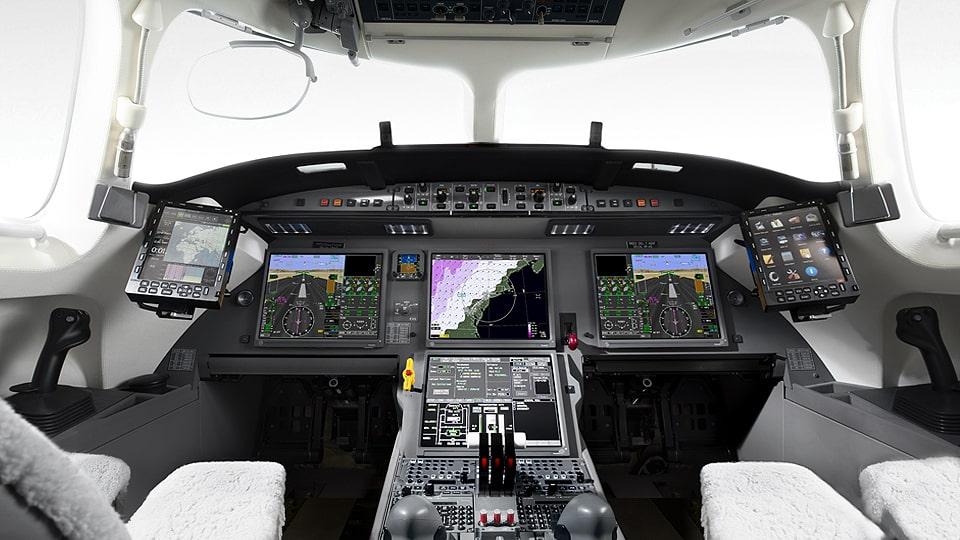 Cockpit du jet privé Dassault Falcon 7X