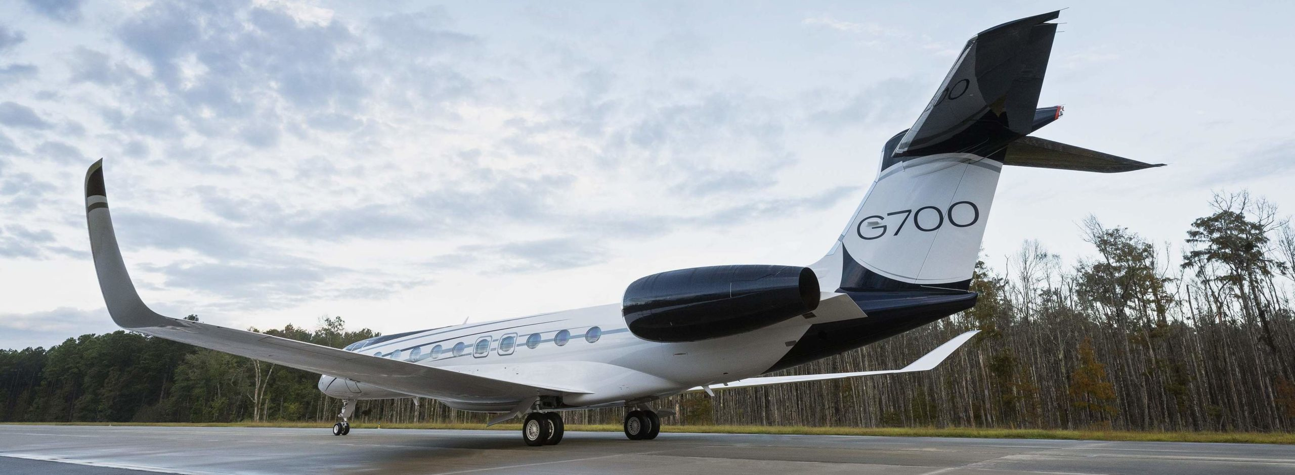 Jet privé Gulfstream G700 au roulage