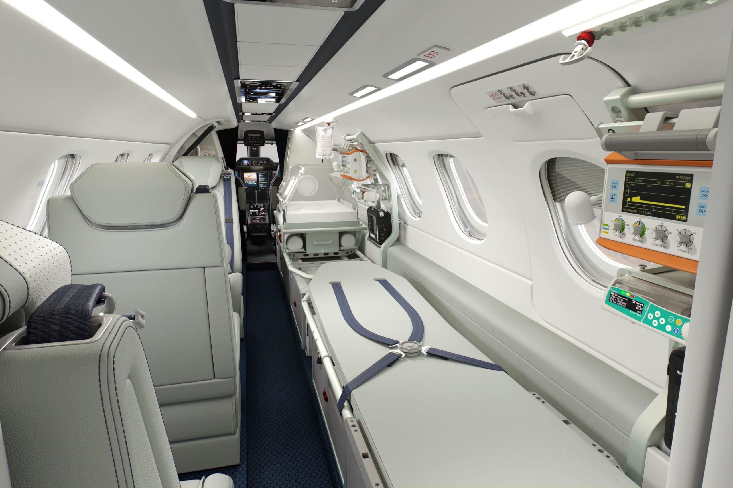 La cabine du Phenom 300MED avec des brancards
