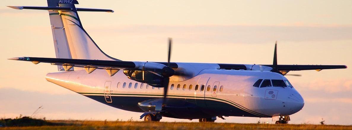 L'ATR42 au couché de soleil