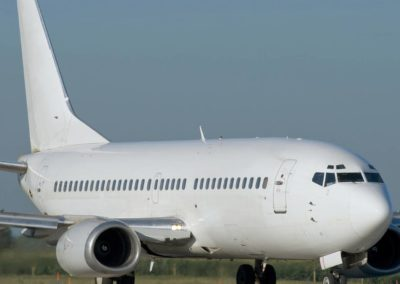 A White boeing 737-200 taxiing