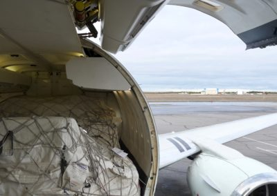 Boeing 737-300 with freight