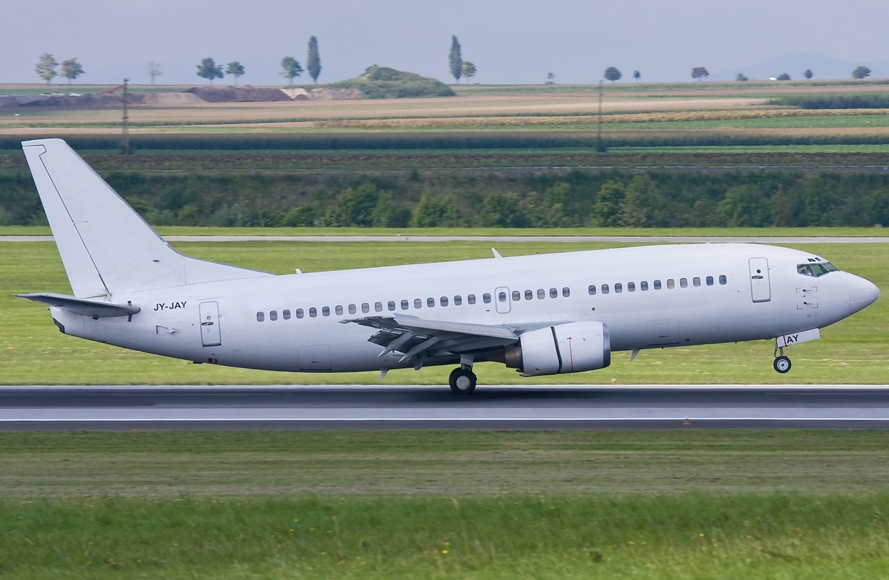 A White boeing 737-300 taking-off