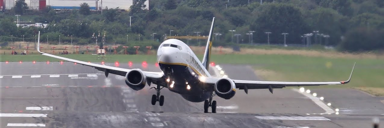 A B737 taking-off with windshear