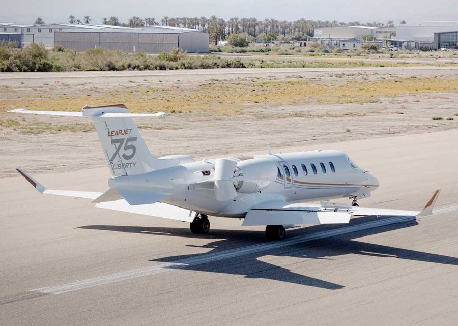 Le bombardier Learjet 75 Liberty à l'atterrissage