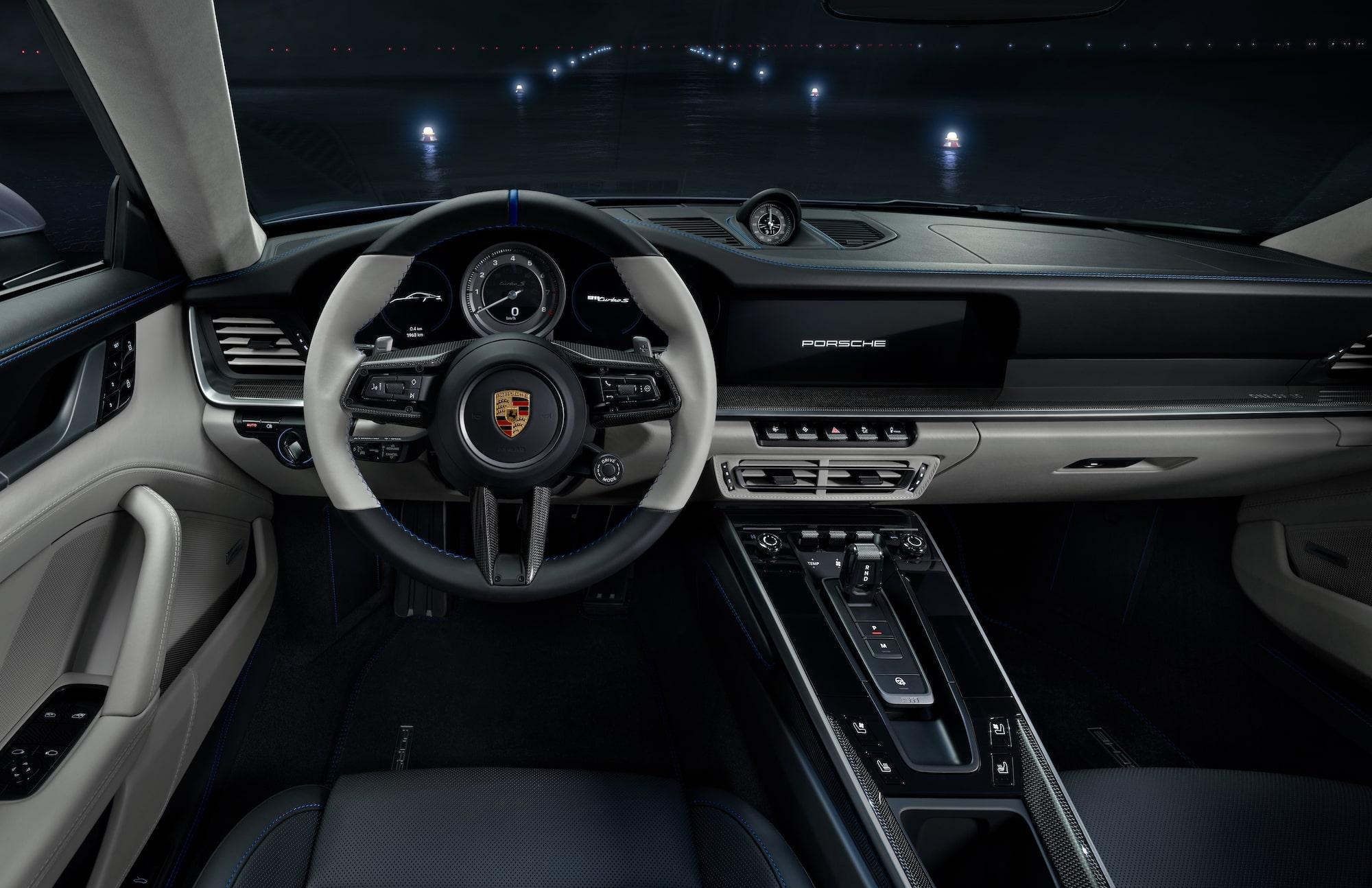 Intérieur de la POrsche 911 Turbo S DUET avec Embraer