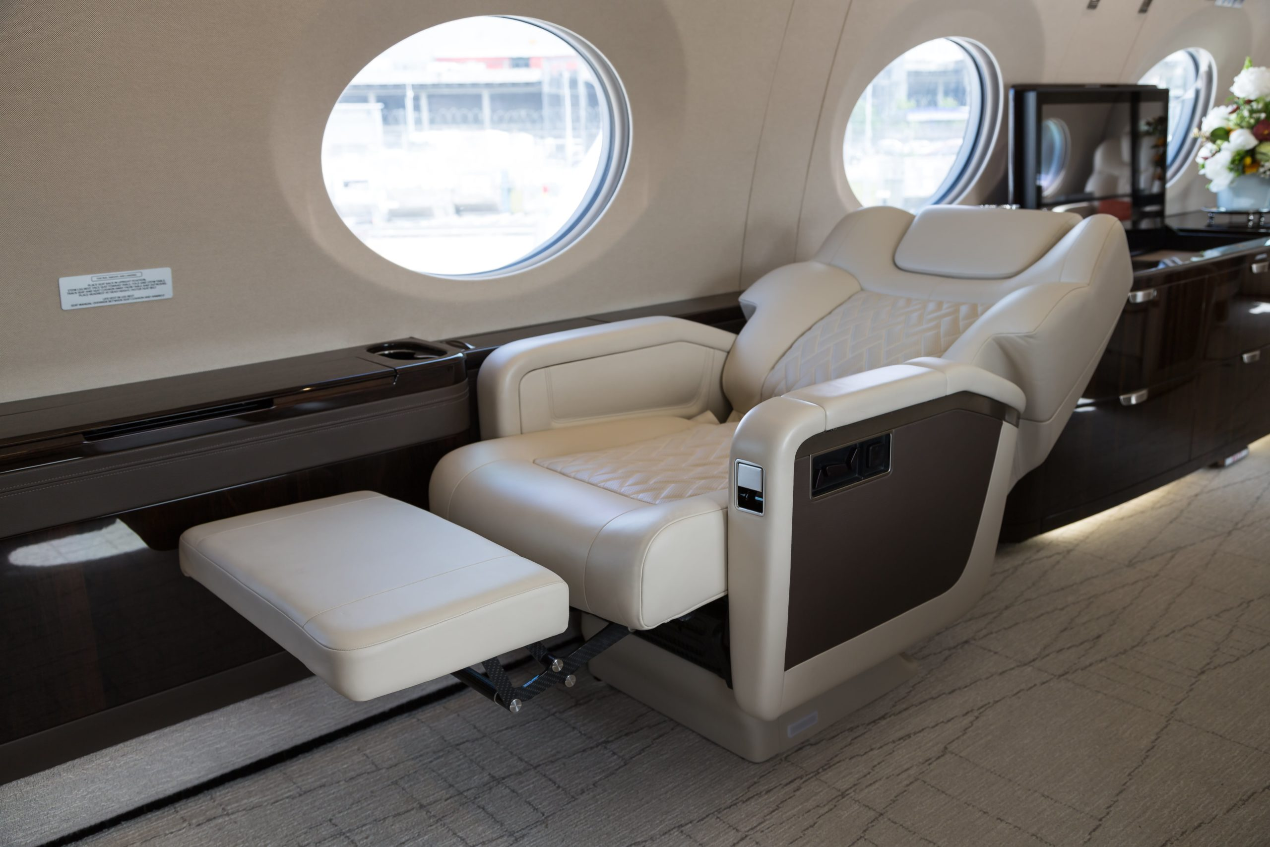 Reclined seat in the Gulfstream G600