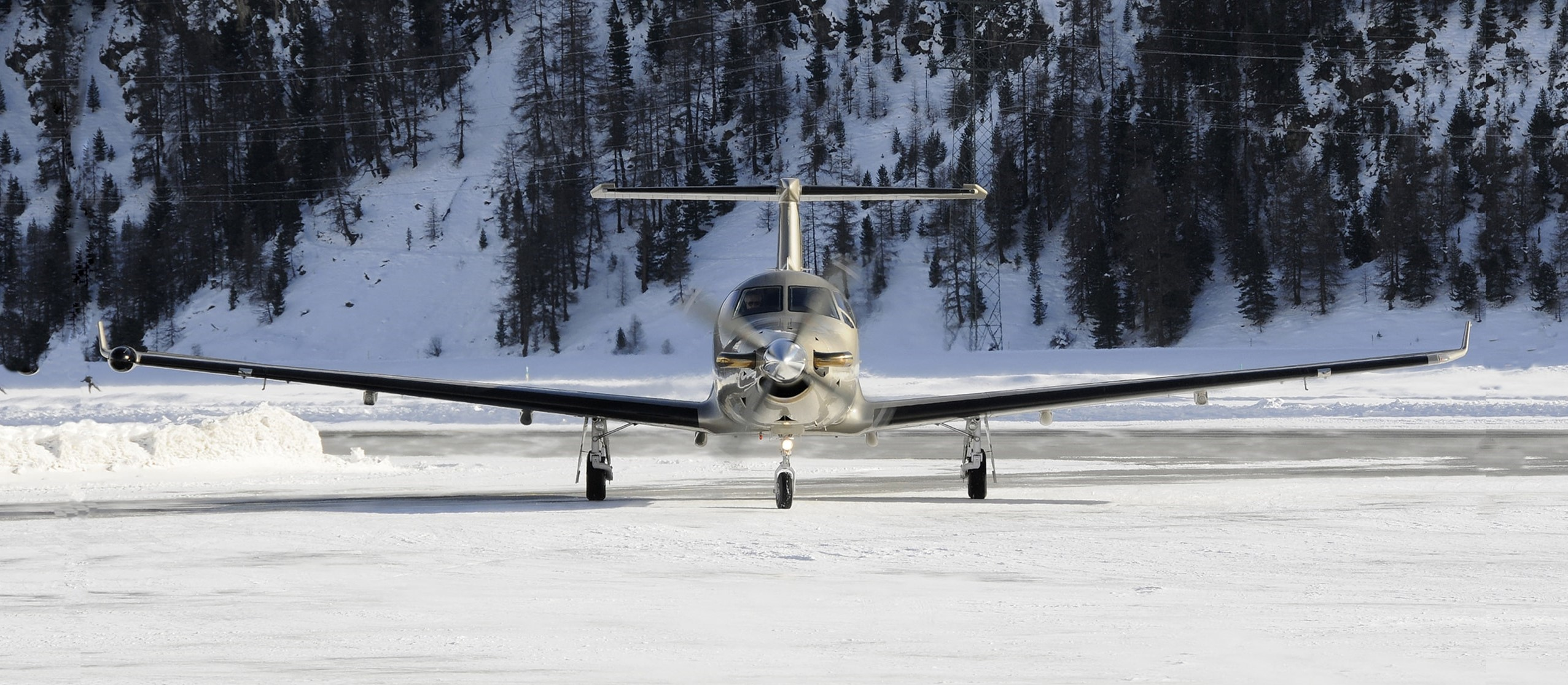 Pilatus PC-12 taxiing on snowy ground